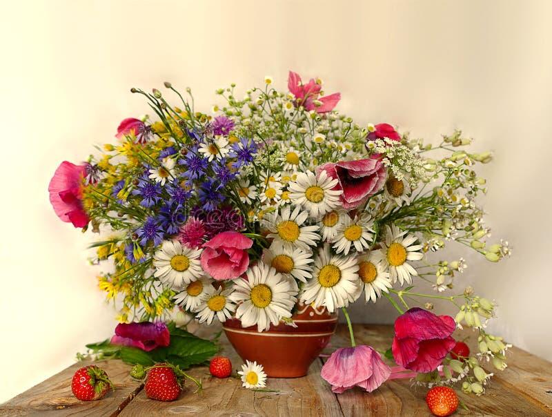 Красивый букет wildflowers стоковое фото rf