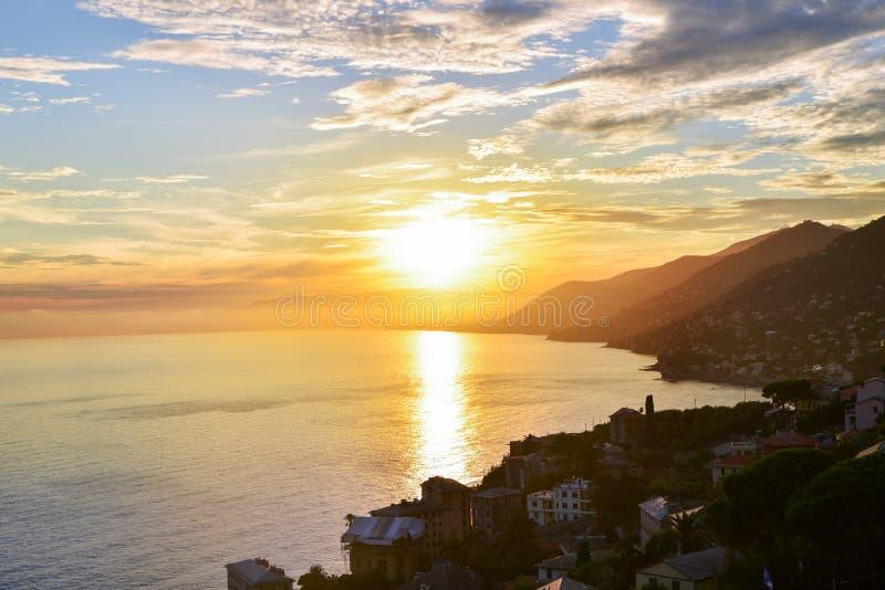 Красивый взгляд захода солнца над Адриатическим морем в Италии стоковая фотография rf