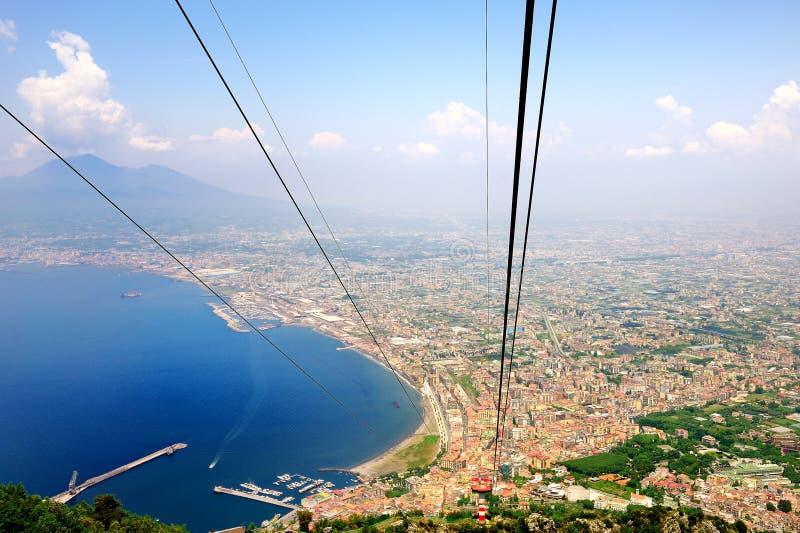 Красивый взгляд залива Неаполь от кабел-крана Faito стоковое фото rf