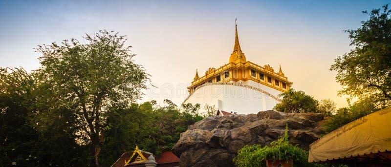 Красивый взгляд панорамы Wat Saket Ratcha Wora Maha Wihan (Wat стоковое изображение rf