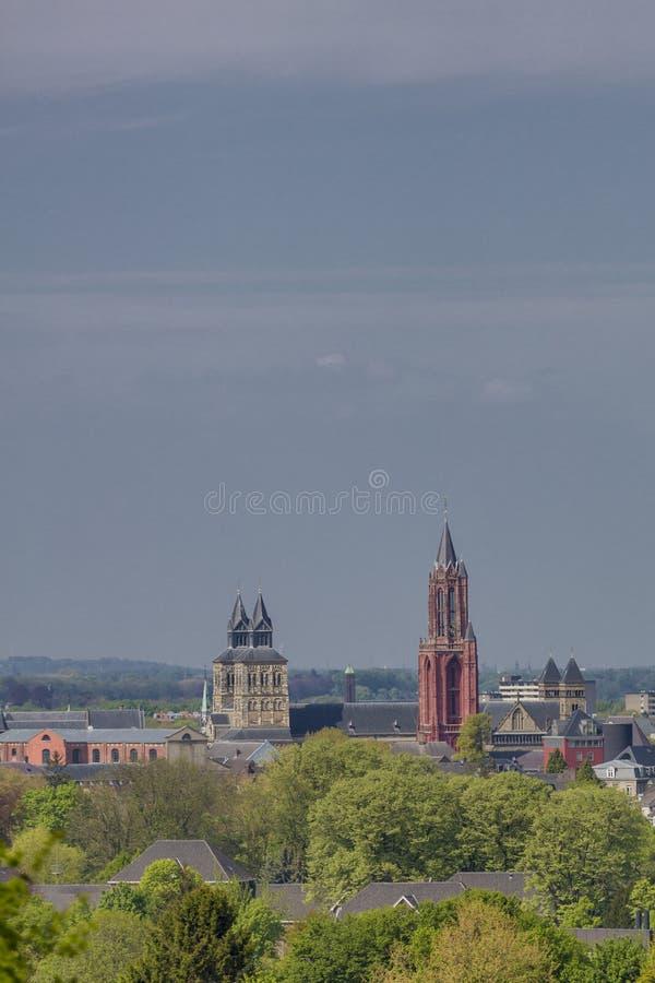 Красивый вид базилики Sint Servaas и Sint Janskerk стоковые фотографии rf