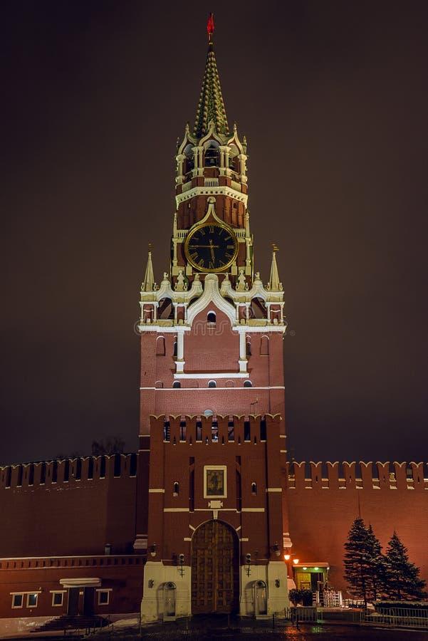 Красивый вид башни в Кремле, красной площади Spasskaya стоковые фотографии rf