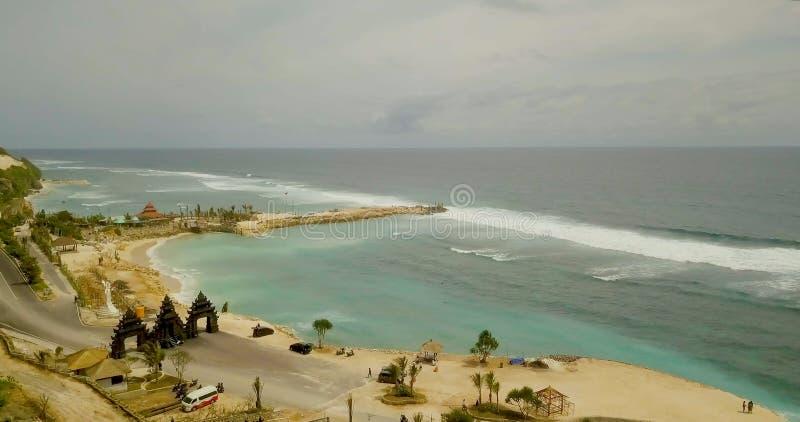 Красивый вид береговой линии с водой бирюзы стоковые изображения