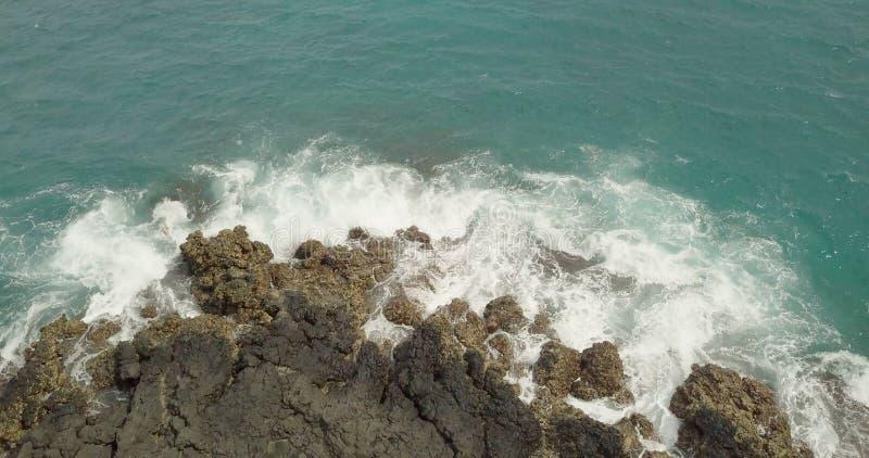 Красивый вид береговой линии с водой бирюзы стоковая фотография