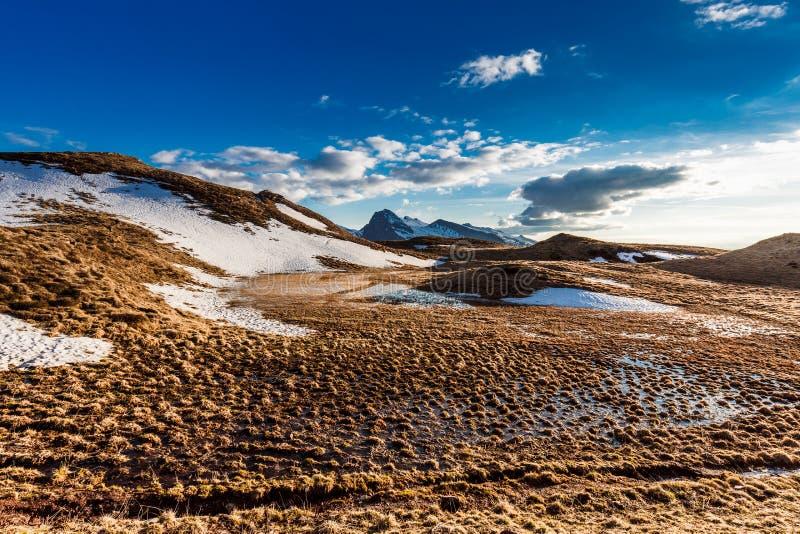 Красивый вид высокогорной горы К северу от Италии, ландшафт стоковые изображения