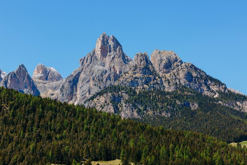 Красивый вид высокогорной горы К северу от Италии, ландшафт стоковые фотографии rf