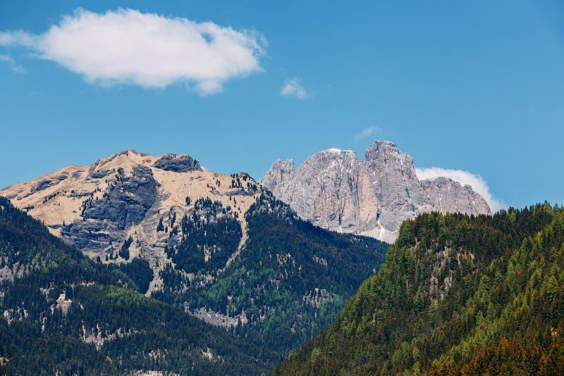 Красивый вид высокогорной горы К северу от Италии, ландшафт стоковые изображения rf