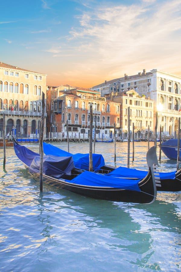 Красивый вид гондол и грандиозного канала, Венеции, Италии стоковое изображение rf