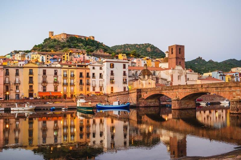 Красивый вид городка Bosa, острова Сардинии, Италии стоковые фотографии rf