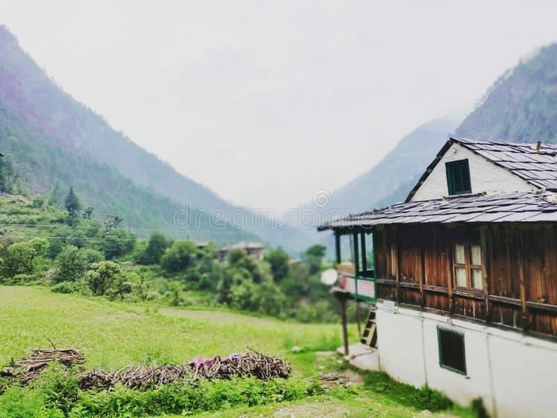 Красивый вид домов на горе стоковая фотография rf