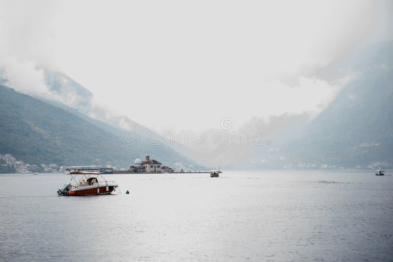 Красивый вид залива Kotor стоковые фотографии rf