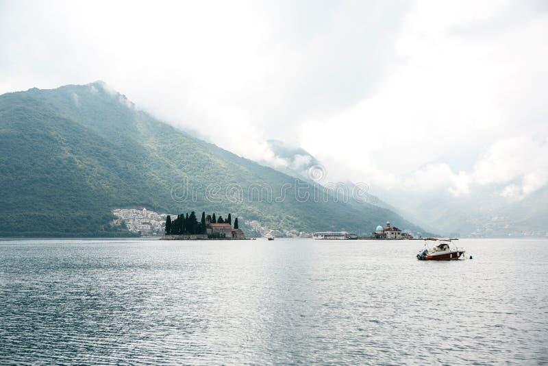 Красивый вид залива Kotor стоковое фото