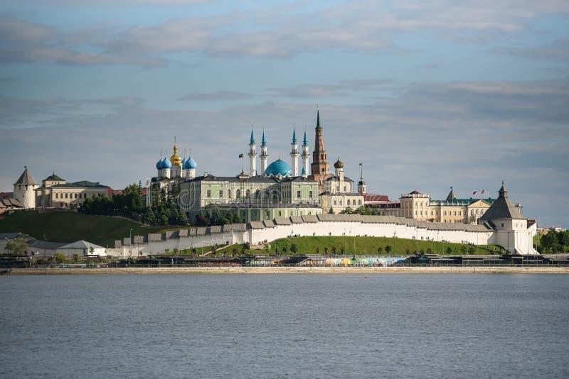 красивый вид Казани Кремля на заходе солнца летом стоковое фото rf