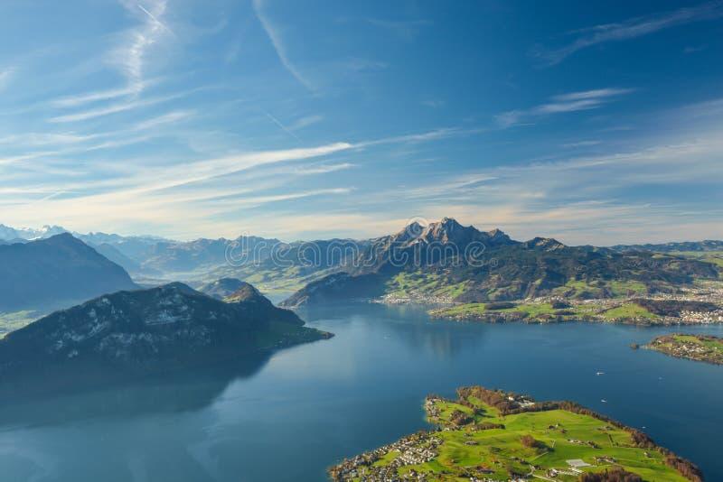 Красивый вид на озере Люцерне и держателе Pilatus стоковые фотографии rf