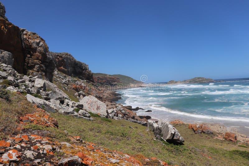 Красивый вид на океан на пляже Южной Африке Robberg стоковые изображения