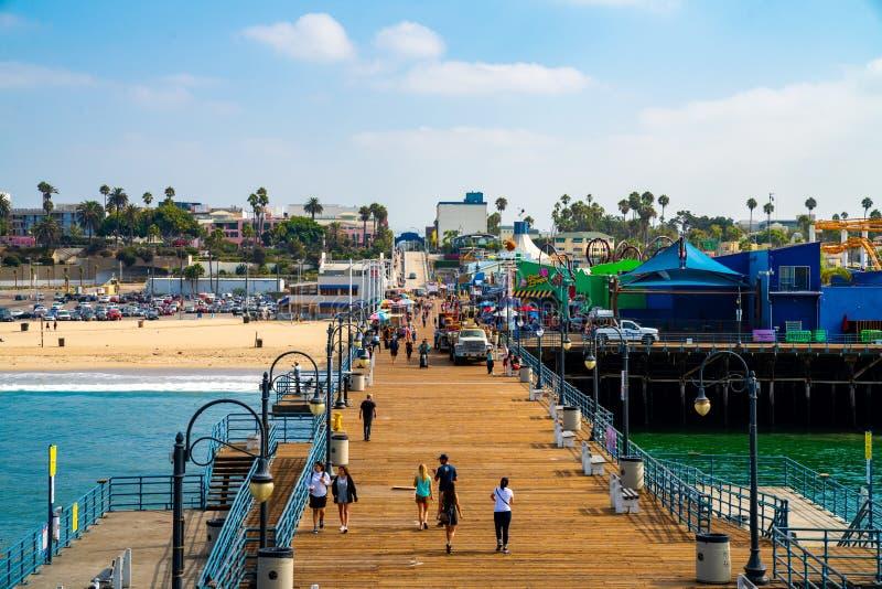 Красивый вид пристани Санта-Моника и парка атракционов стоковое изображение