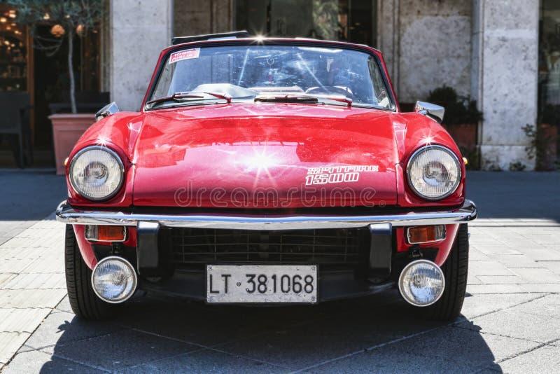 Красивый вид спереди Spitfire 1500 винтажного автомобиля модельного от автомобилестроителя Триумфа Мотора Компании стоковые изображения rf