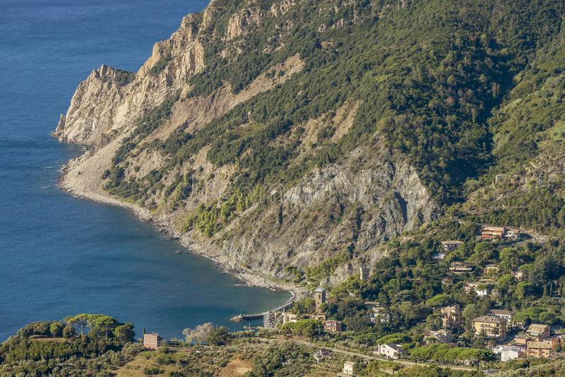 Красивый вид с воздуха конематки al Monterosso и Punta Mesco, Cinque Terre, Ла Spezia, Лигурии, Италии стоковое фото
