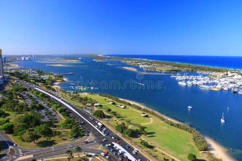Красивый вид с воздуха пляжа, seascape и бечевника Gold Coast захватил от высокого здания подъема стоковое фото rf