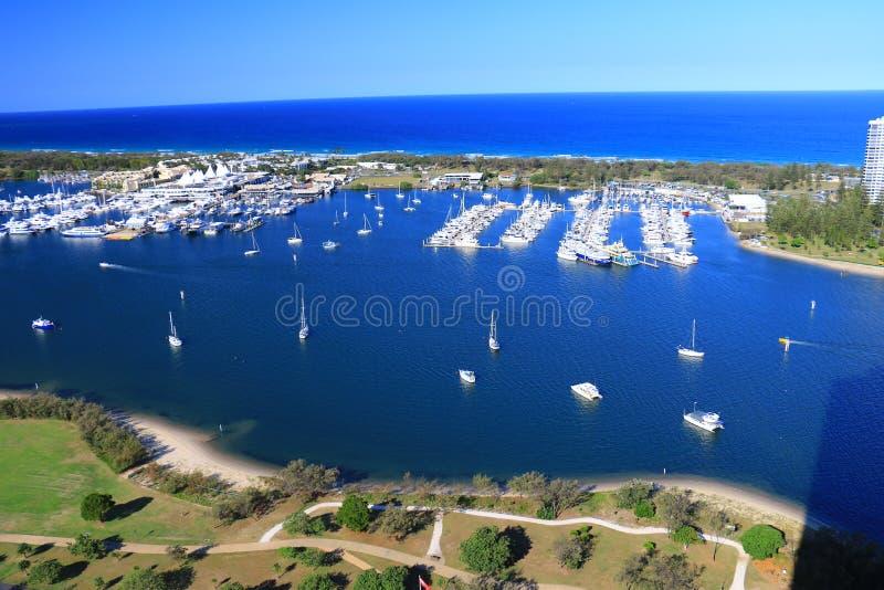 Красивый вид с воздуха пляжа, seascape и бечевника Gold Coast захватил от высокого здания подъема стоковые изображения rf