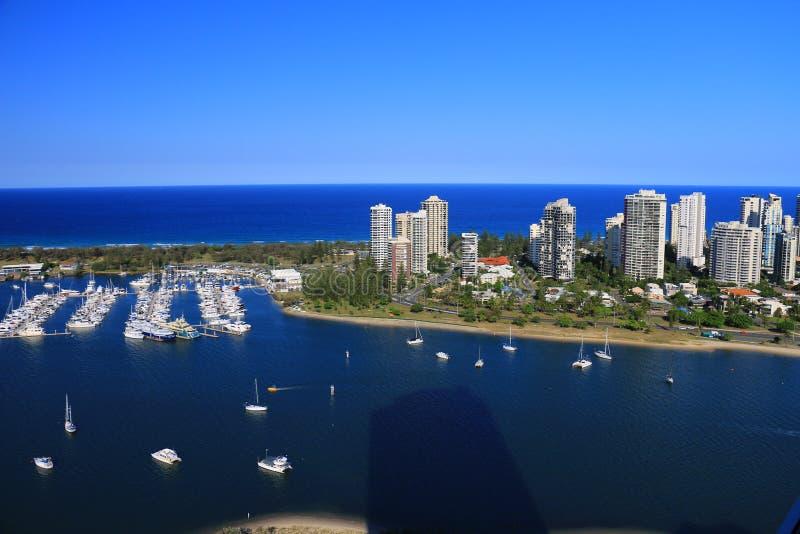 Красивый вид с воздуха пляжа, seascape и бечевника Gold Coast захватил от высокого здания подъема стоковая фотография rf