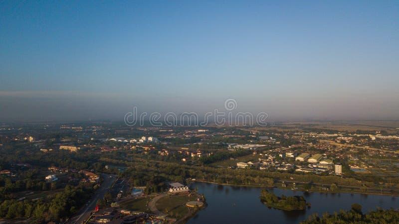 Красивый вид с воздуха холма в Kedah Малайзии около рисовых полей стоковая фотография