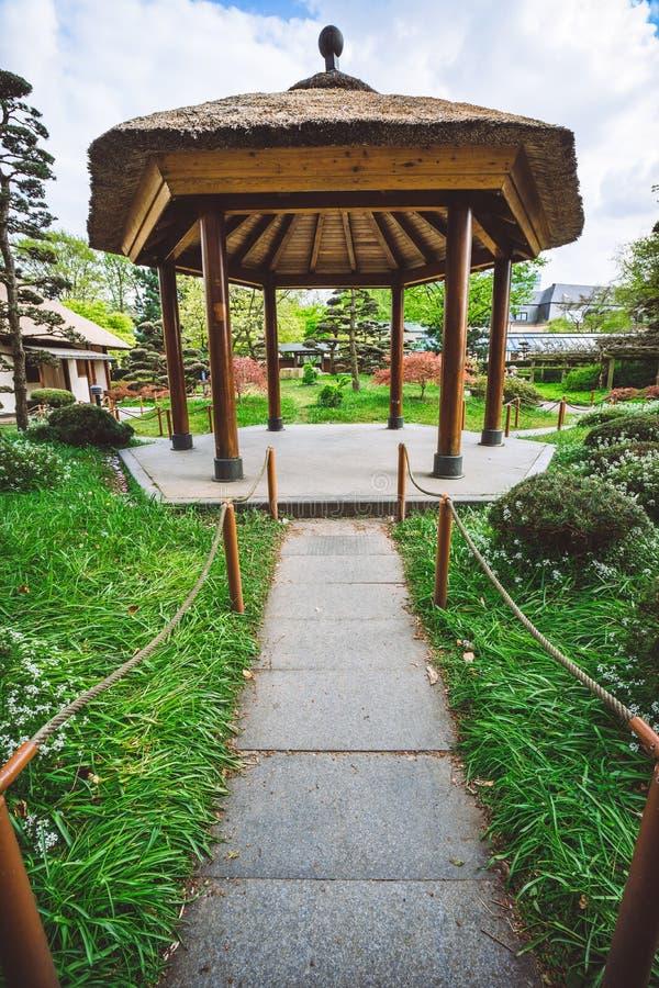 Красивый вид японского сада на ООН Blomen Planten, городской парк в Гамбурге стоковое изображение rf