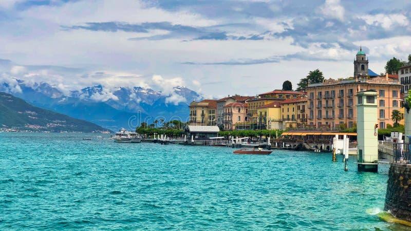 Красивый вид Bellagio, озера Como, Ломбардии, Италии Ландшафт озера Como Архитектура и ориентир в Bellagio стоковое фото