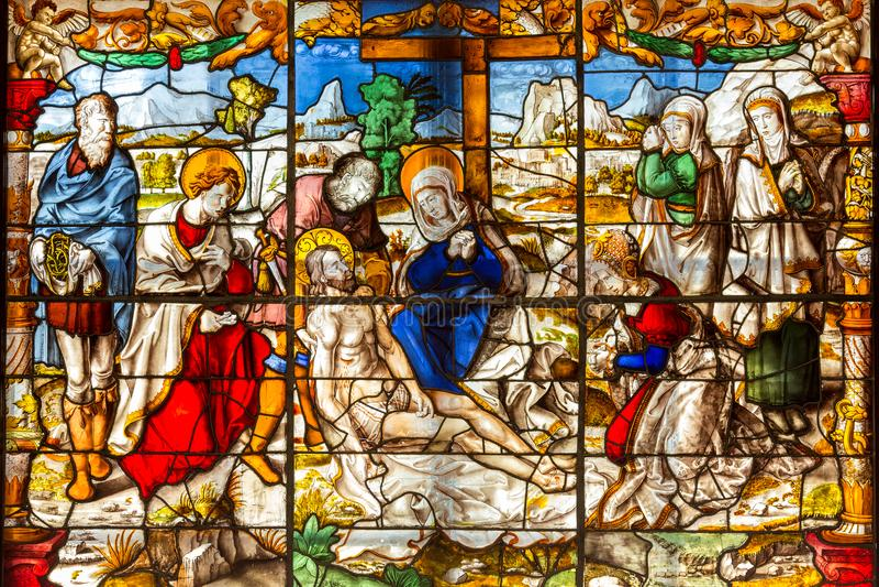 Красивый витраж показывая воскресение Иисуса, отпразднованное на пасхе воскресенье стоковые фотографии rf