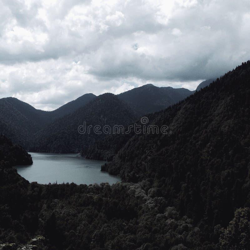 Красивый вид на озере Ritza стоковые фото