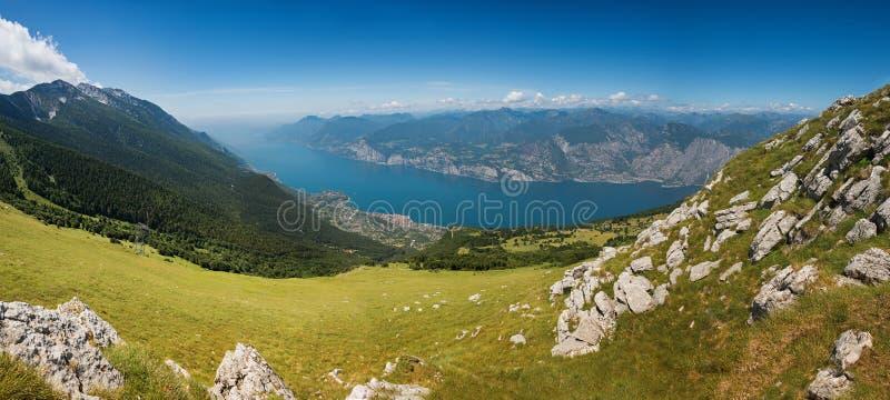 Красивый внешний вид от вершины горы baldo monte, Италии стоковые изображения rf