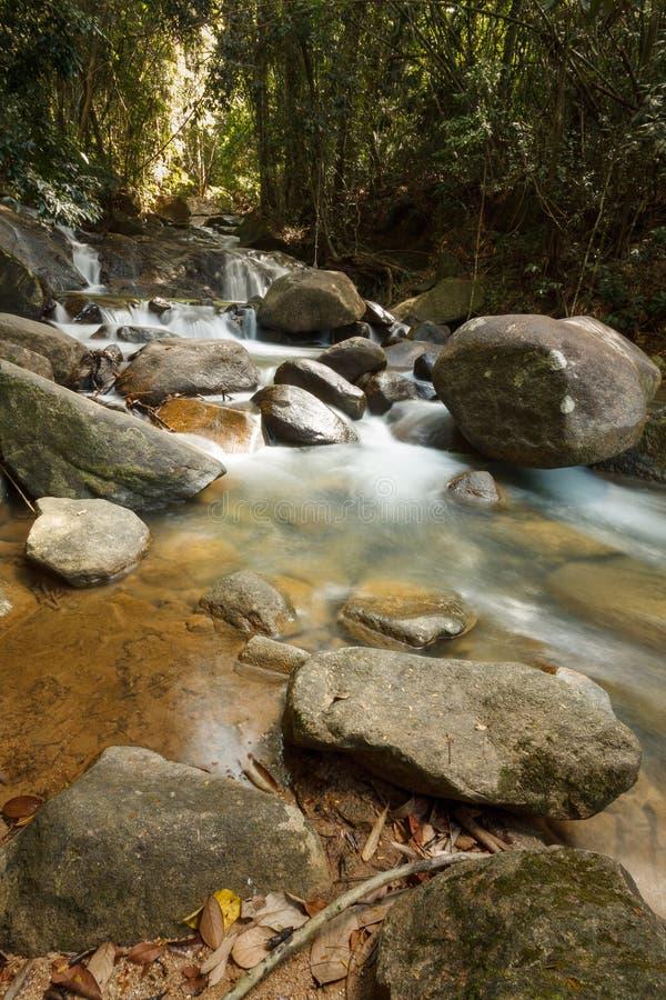 Красивый водопад Krathing в национальном парке, Таиланде стоковое фото