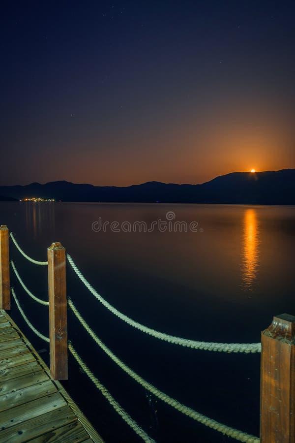 Красивый восход луны над Дунаем стоковая фотография rf