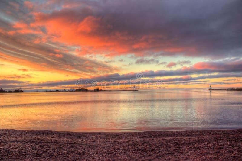 Красивый восход солнца в грандиозном Marais, гавань утра Минесоты на Lake Superior стоковое фото rf