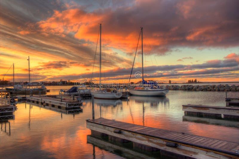Красивый восход солнца в грандиозном Marais, гавань утра Минесоты на Lake Superior стоковая фотография rf