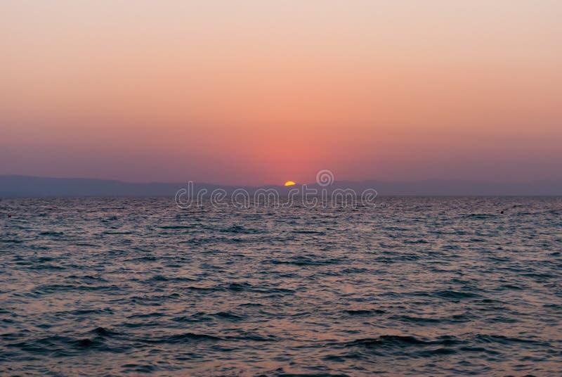 Красивый восход солнца над Эгейским морем над заходом солнца моря стоковая фотография rf
