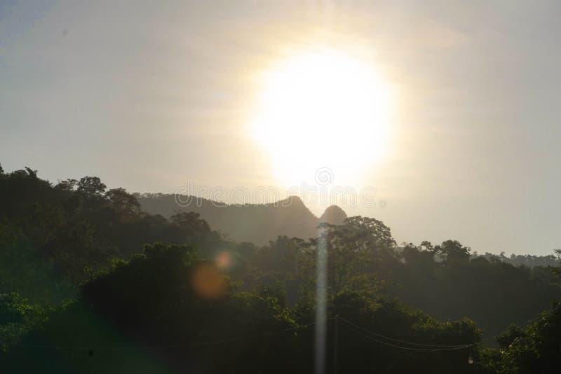 Красивый восход солнца на горе стоковая фотография