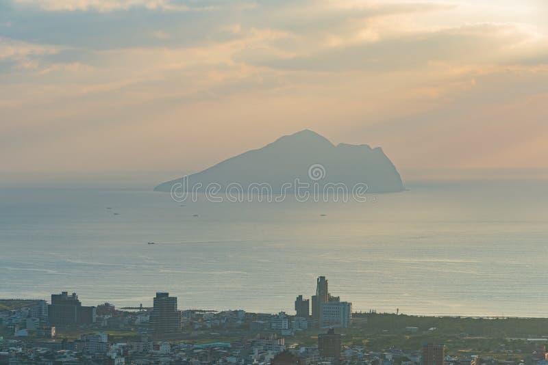 Красивый восход солнца острова Guishan стоковое изображение rf