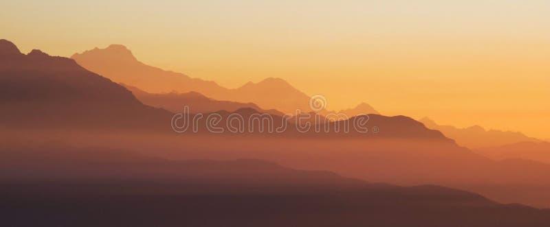 Красивый восход солнца в Гималаях стоковое изображение