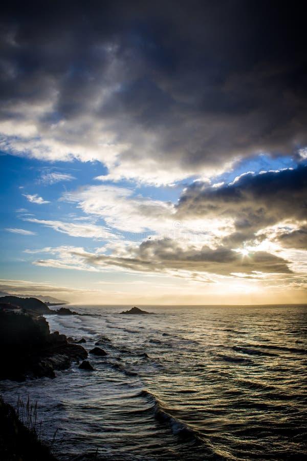 Красивый восход солнца пляжа стоковое изображение rf