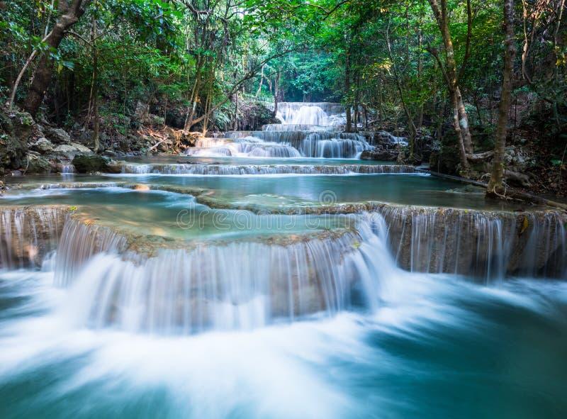 Красивый водопад на Huay Mae Khamin стоковая фотография