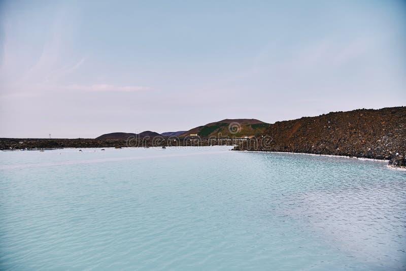 Красивый геотермический бассейн спа в голубой лагуне в Рейкявике стоковые изображения