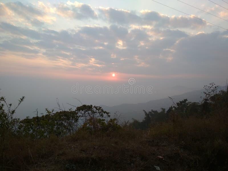 Красивый гималайский заход солнца стоковые изображения rf