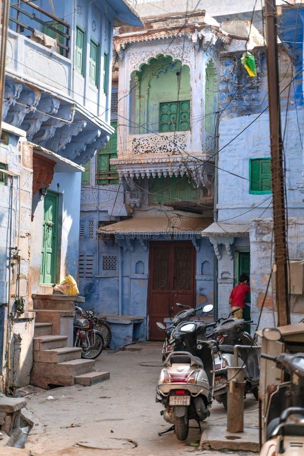 Красивый голубой двор в Джодхпур стоковое фото
