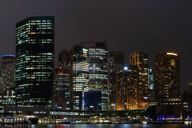 Красивый горизонт Сидней близко к downtonw гавани оперы стоковая фотография rf