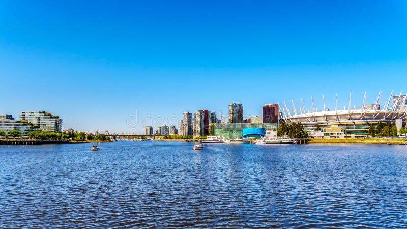 Красивый горизонт с стадионом спорт Ванкувера, Канады стоковая фотография