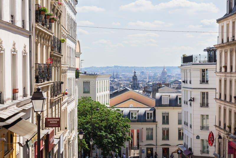 Красивый городской пейзаж Парижа увиденный от холма Montmartre, Парижа, Fran стоковые фотографии rf