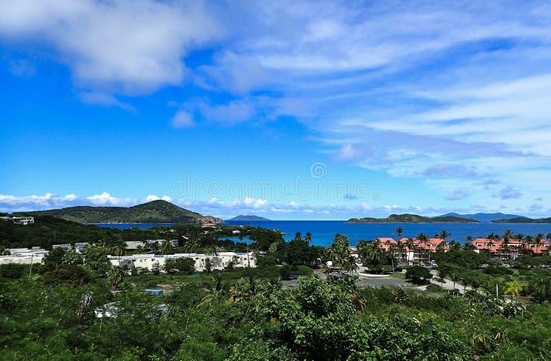 Красивый день на пляже сапфира St. Thomas США Виргинских островов стоковые фото