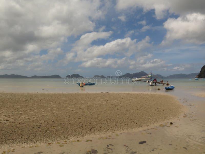 Красивый дезертированный пляж Corong Corong, мирный рай острова на El Nido, Palawan, Филиппинах стоковые фотографии rf