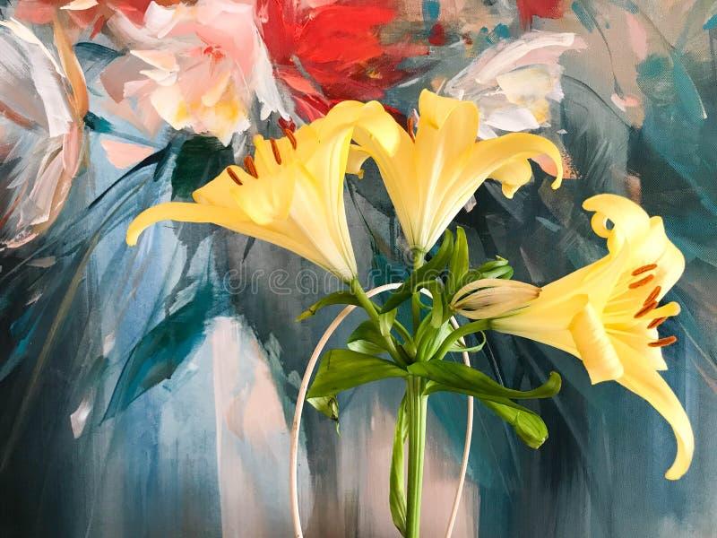 Красивый желтый ботанический цветок лилии с большими лепестками и бутонами, стержнем на покрашенной предпосылке, фауне, заводе стоковое фото rf